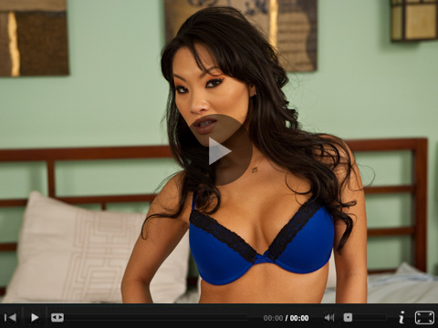 Asa Akira cums hard with a dildo at home in her bed.
